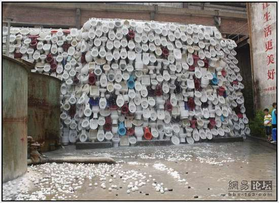 Toilet-Sculpture-in-China-11