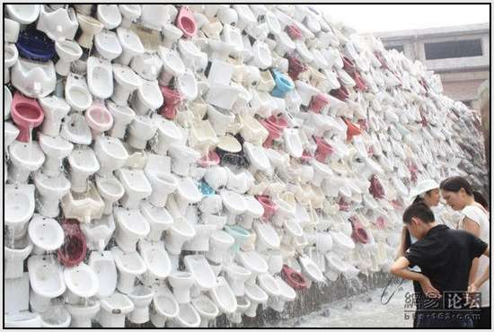 Toilet-Sculpture-in-China-12