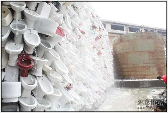 Toilet-Sculpture-in-China-14