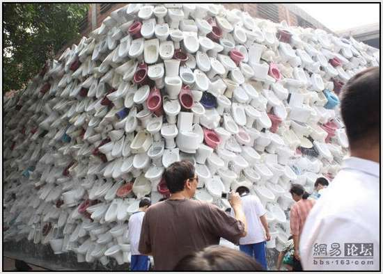 Toilet-Sculpture-in-China-15