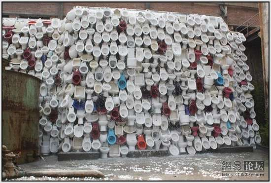 Toilet-Sculpture-in-China-5