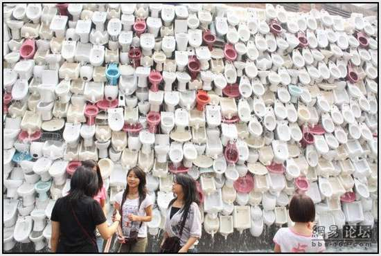 Toilet-Sculpture-in-China-9