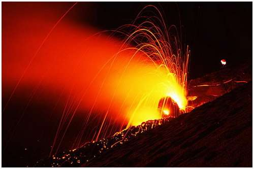 Volcanoes-Lava-3