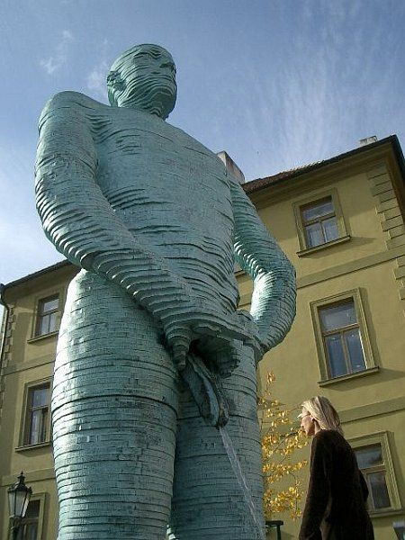 The-most-interesting-statue-8
