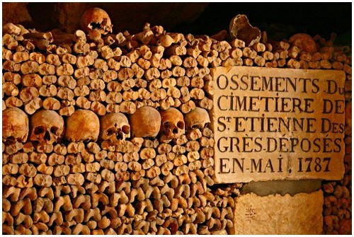 Paris-catacombs-4