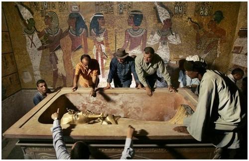 Pharaoh-Tutankhamun-1