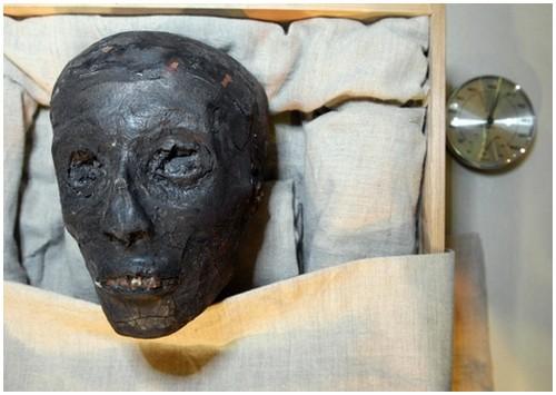 Pharaoh-Tutankhamun-5