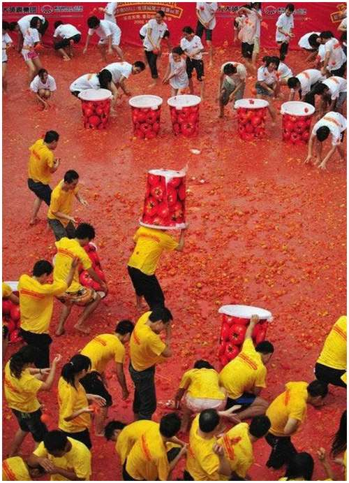 Tomato-Fight-in-China-12