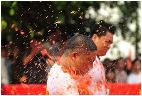 Tomato-Fight-in-China-2