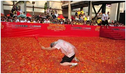 Tomato-Fight-in-China-3