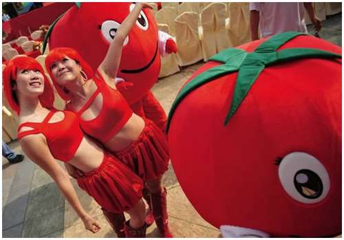 Tomato-Fight-in-China-4