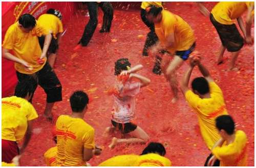 Tomato-Fight-in-China-6