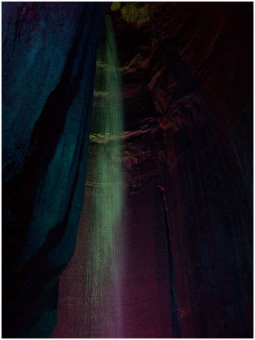 Underground-Waterfall-Ruby-Falls-10
