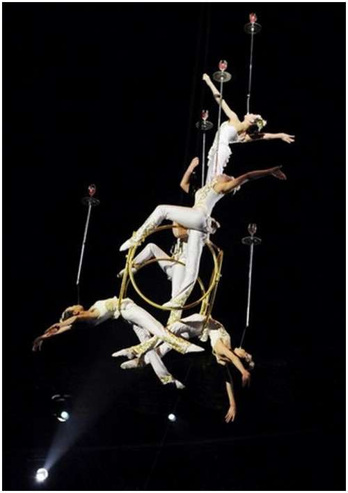 Beautiful-Acrobatic-Art-Festival-10