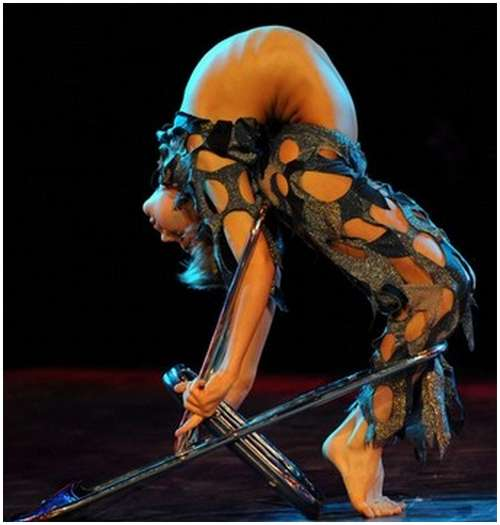 Beautiful-Acrobatic-Art-Festival-17