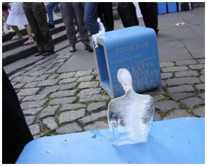 Ice-Sculptures-of-Melting-Men
