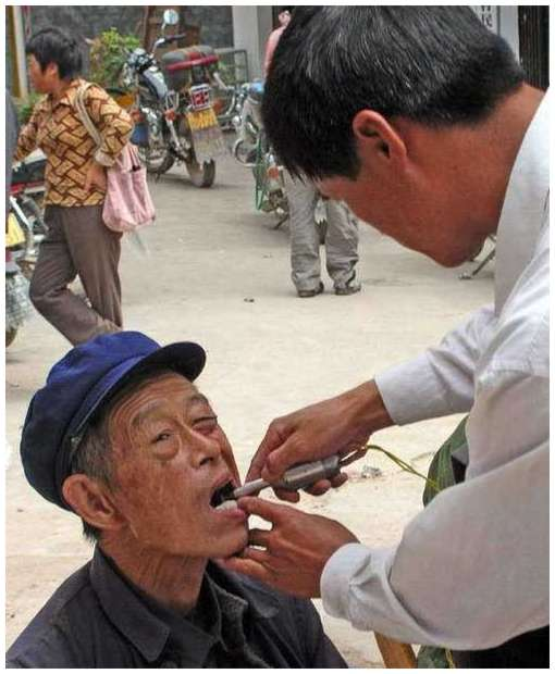 Street-Dentists-In-India-and-China-7