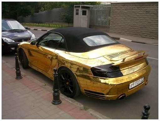 Golden-cars-on-Moscow-Streets-13
