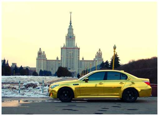 Golden-cars-on-Moscow-Streets-3