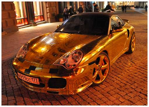 Golden-cars-on-Moscow-Streets-8