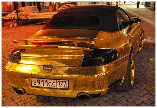 Golden-cars-on-Moscow-Streets-9