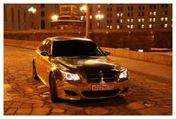 Golden-cars-on-Moscow-Streets