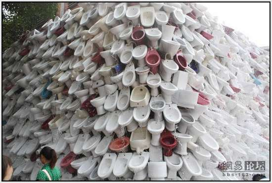 Toilet-Sculpture-in-China-8