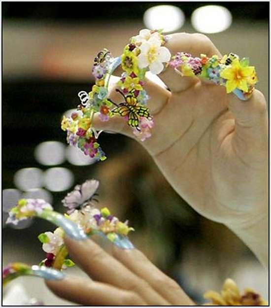 Creative-Finger-Nail-Art-2