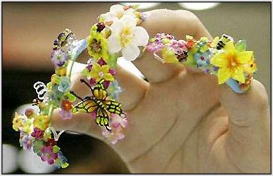Creative-Finger-Nail-Art-4