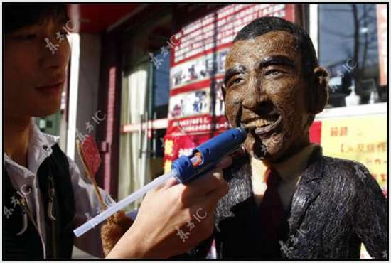 Hair-Made-Sculpture-of-Barack-Obama-11