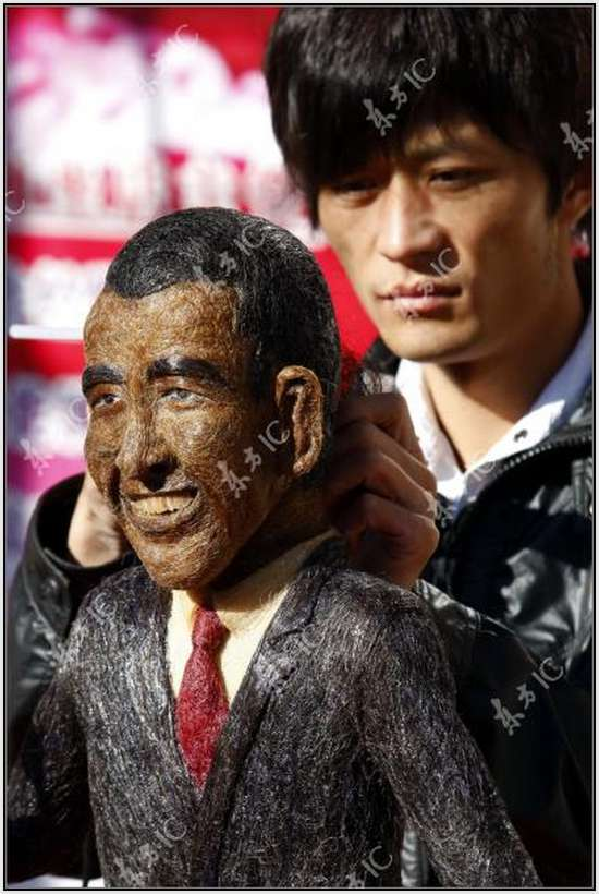 Hair-Made-Sculpture-of-Barack-Obama-14