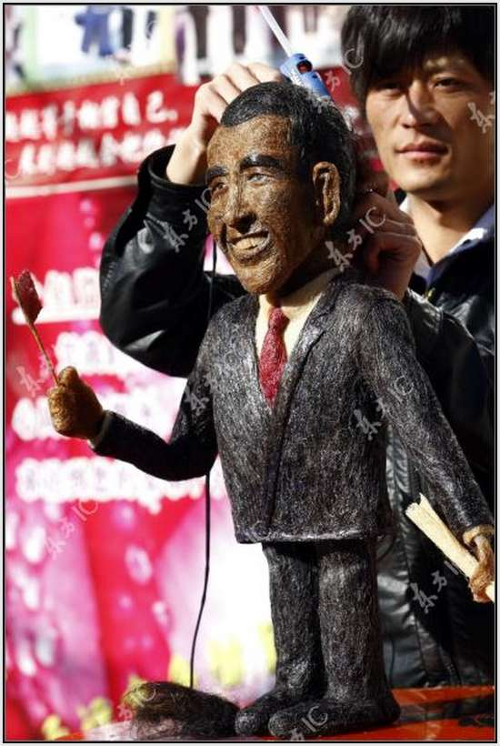Hair-Made-Sculpture-of-Barack-Obama-16