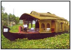 Unique-Houseboats-Called-Kettuvalloms