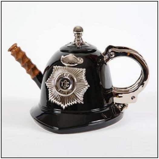 Incredibly-Unusual-and-Creative-Teapots-20