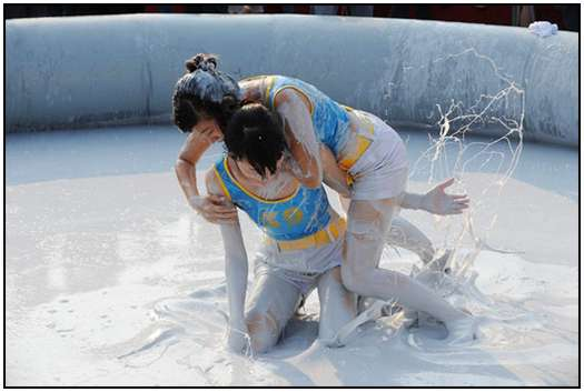 2010-Bikini-Beauty-Contest-of-Mud-Fight-11