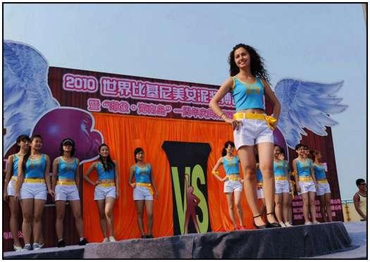 2010-Bikini-Beauty-Contest-of-Mud-Fight-2