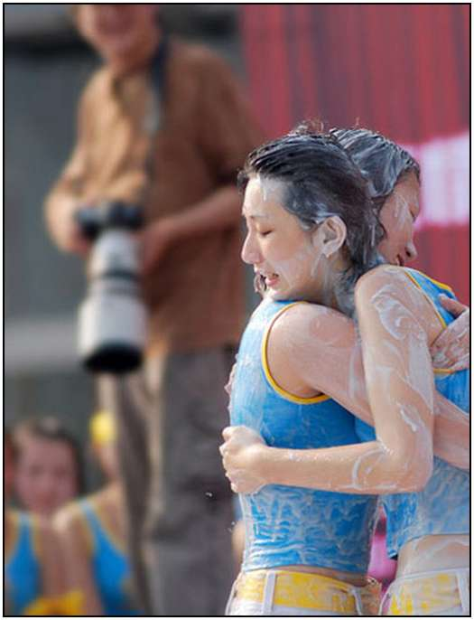 2010-Bikini-Beauty-Contest-of-Mud-Fight-20