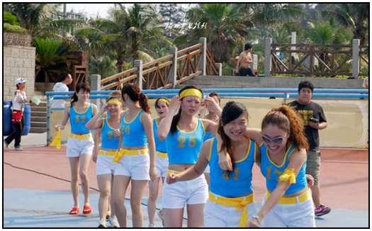 2010-Bikini-Beauty-Contest-of-Mud-Fight-3