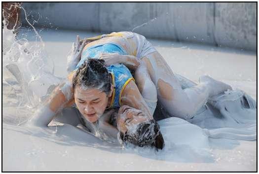 2010-Bikini-Beauty-Contest-of-Mud-Fight-5