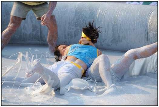 2010-Bikini-Beauty-Contest-of-Mud-Fight-6