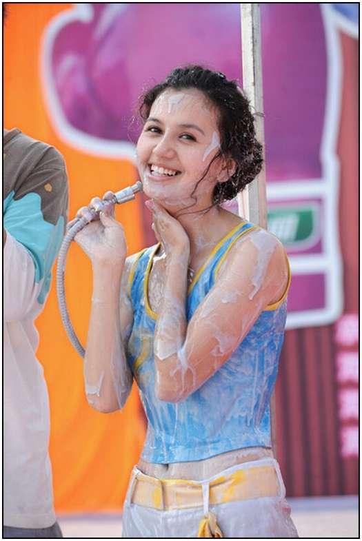 2010-Bikini-Beauty-Contest-of-Mud-Fight-9