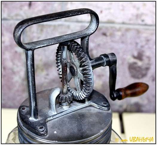 Antique-Hand-Powered-Blender-1