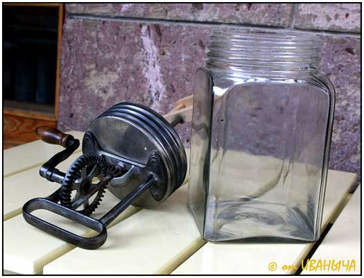 Antique-Hand-Powered-Blender-2