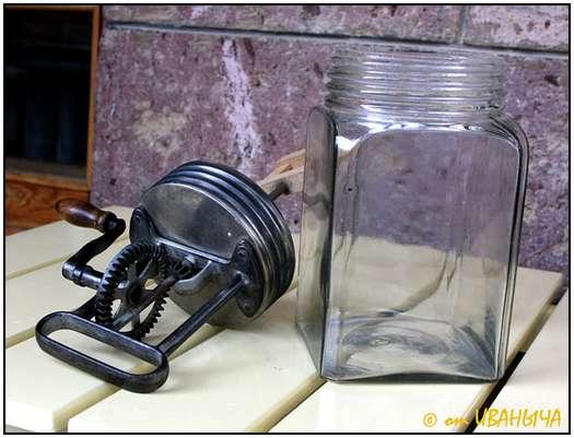 Antique-Hand-Powered-Blender-2