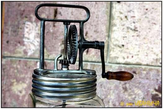 Antique-Hand-Powered-Blender-3