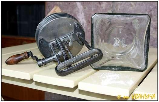 Antique-Hand-Powered-Blender-4