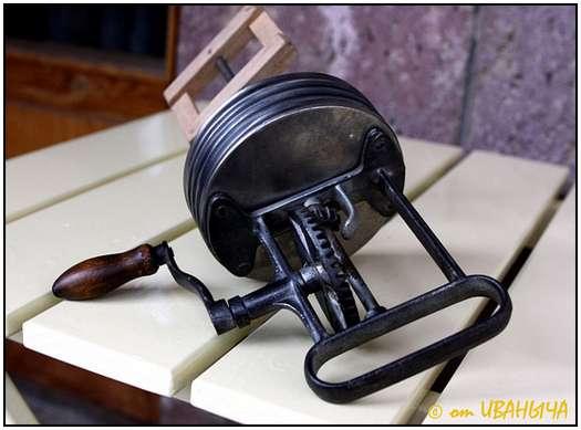 Antique-Hand-Powered-Blender-8