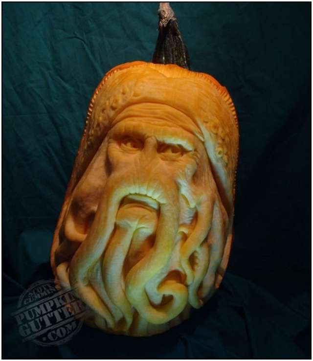 Sculptures-Made-by-Carving-Pumpkins-7