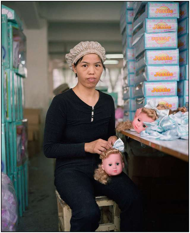 Photo-Series-of-Chinese-Toy-Factory-Workers-10