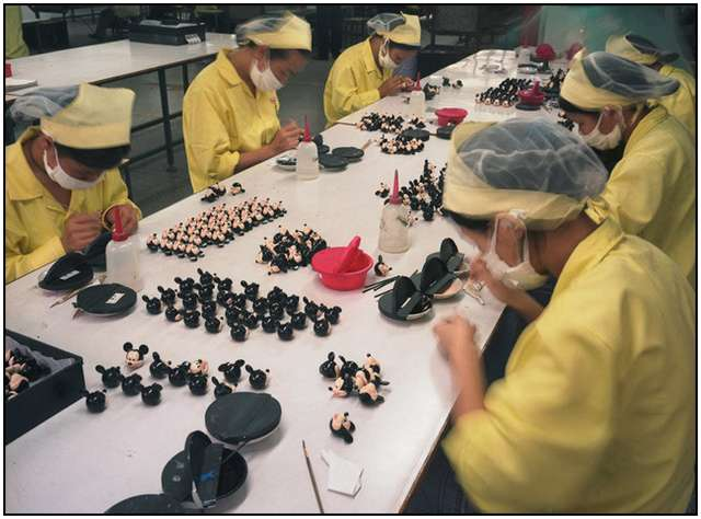 Photo-Series-of-Chinese-Toy-Factory-Workers-2